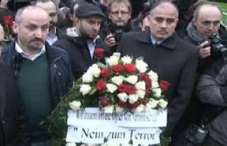 Türk STK'lar Berlin'de Fransız Büyükelçiliği'ne...