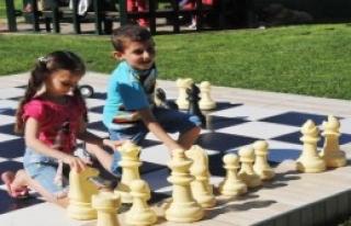 Türkiye'nin İlk Satranç Parkı Yalova'da Açıldı
