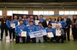 Öğrenci Sporcuları Ödüllendirildi