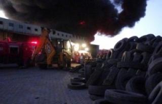 Uşak'ta Kauçuk Fabrikası Alev Alev Yandı