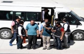 Van'da 10 İşadamı Adliyeye Çıkartıldı