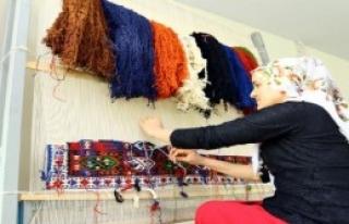 Van'da Kurulan Kilim Atölyelerinde 80 Kadın Çalışıyor