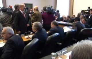 AK Partili Vekilden Uçan Tekme