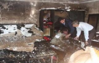 Yangın 6 Kişilik Aileyi Evsiz Bıraktı