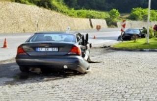 Zonguldak'ta İki Otomobil Çarpıştı: 4 Yaralı