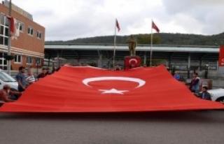 Bayrağın Yakılması Protesto Edildi
