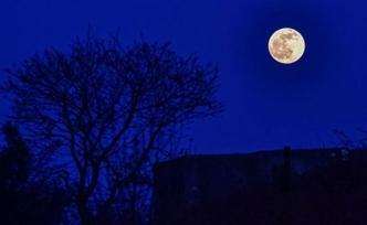 İstanbul'da ay tutulması yaşandı