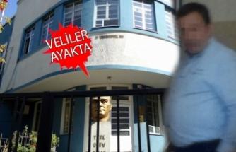 İzmir'in köklü okulunda öğretmenden toplu dayak!