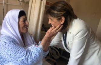 AK Partili Eroğlu, hastalarla bayramlaştı