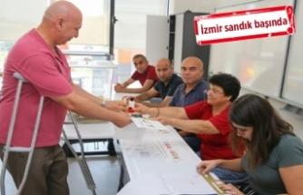 İzmir'de oy verme işlemi başladı!