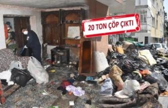 Konak'taki çöp evden tam 6 kamyon dolusu çöp çıktı