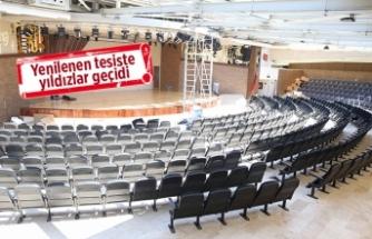 Bostanlı Suat Taşer Tiyatrosu yenilendi