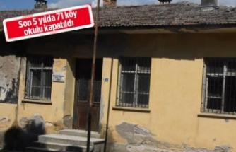 İzmir'de köy okulları samanlık oldu