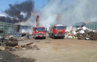 İzmir'in o ilçesinde hurdalık yangını