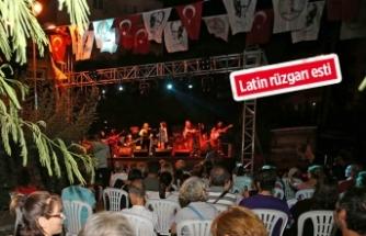 Karşıyaka'da parkta müzik şöleni