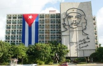 Küba Anayasası'ndan komünizm kalkıyor ama...