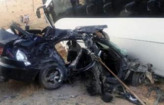 AK Parti heyetini taşıyan otobüs ile otomobil çarpıştı