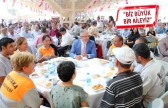 Karşıyaka'da 2 bin kişilik bayram sofrası kuruldu