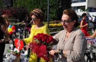 AB Türkiye Delegasyonu Başkanı'nın eşi İzmir'de bisiklete bindi