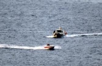 Bodrum açıklarında kaçak teknesi batt