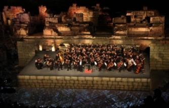 Efes Antik Kenti'nin tarihi dokusunda konser