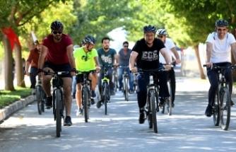 Ege'de Pedallar 'Dünya Otomobilsiz Yaşam Günü' İçin Çevrildi