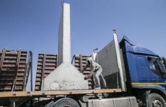 İdlib'deki gözlem noktalarına 11 TIR beton blok gönderildi