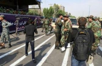 İran'da askeri geçit törenine silahlı saldırı
