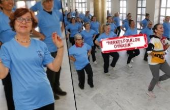 Konak'ta 7'den 70'e halk dansı!