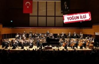 Ünlü orkestra şefi Alexander Rahbari, İZDSO'yu yönetti