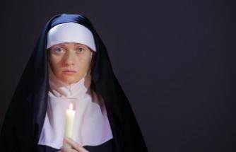İki rahibe, çaldıkları yarım milyon doları kumarda harcadı