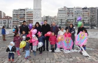İzmir Barosu'ndan insan hakları için uçurtma şenliği