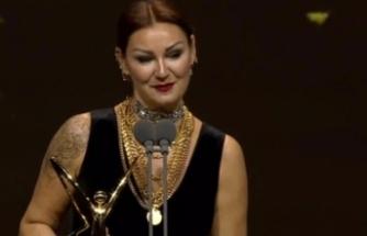 Ödül alan Pınar Altuğ eleştirilere sert çıktı