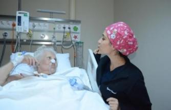 Yaşlı kadından 'öpücüklü' teşekkür