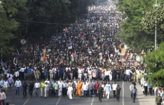 Hindistan'da protestolar sürüyor: Binlerce kişi sokaklarda