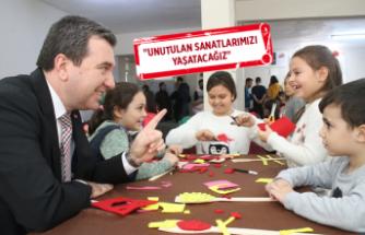 Bergama Belediyesi, 'kukla'yı unutturmadı