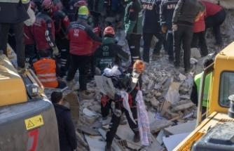 Elazığ'daki depremin üzerinden 41 saat geçti