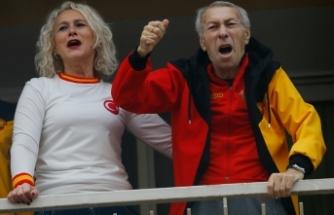 Göztepe'nin efsane futbolcusunun evinin önünde sloganlar atıldı!