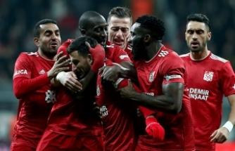 Lider, Beşiktaş'ı İstanbul'da devirdi