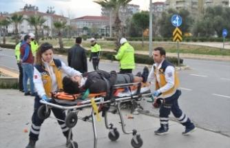 Ödemiş'te otomobille çarpışan motosikletli yaralandı