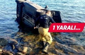 Urla'da virajda savrulan otomobil denize düştü