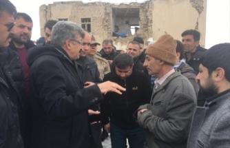Vali Bilmez, deprem bölgesinde incelemelerde bulundu