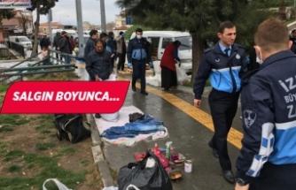 İzmir'de zabıtalardan 'pazar' mesaisi