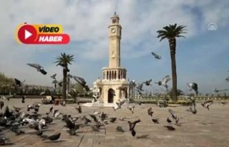 """İzmir meydanlarında """"koronavirüs sessizliği"""""""