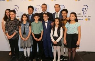 Samsung'dan işitme engelli çocuklar için evden eğitime destek!