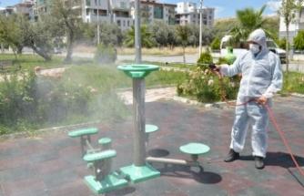 Çiğli parklarında dezenfeksiyon çalışmaları yoğunlaştı