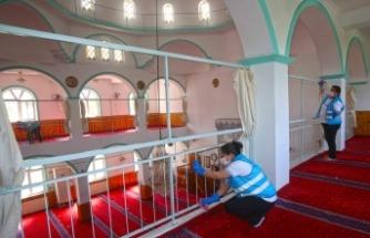 Karabağlar'da ibadethaneler dezenfekte ediliyor