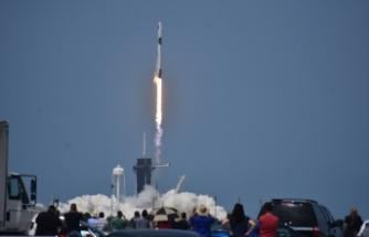 SpaceX'in ilk insanlı uzay mekiği denemesi başarıyla gerçekleşti