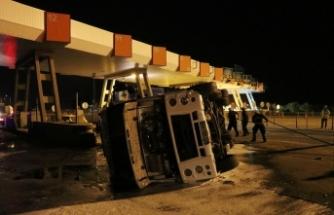 Aydın'da gişelere çarpan karbondioksit yüklü tanker devrildi