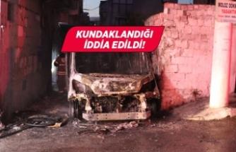 İzmir'de servis minibüsü tamamen yandı!